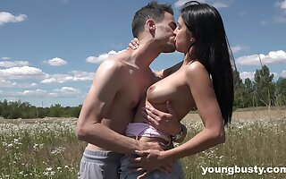 After kissing her BF with passion in the field Foxxi Black gives nice head