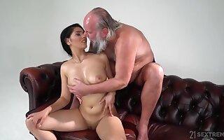 Big-Bosomed 18Yo Girl Worshiper - Inferior Sex