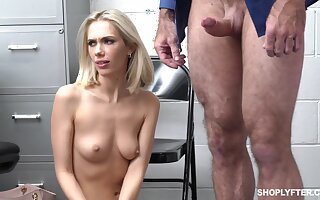 Gentleman of the road Sky Pierce drops on her knees alongside give head and gets fucked