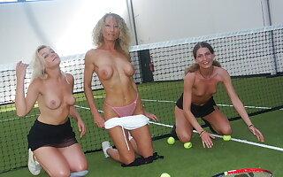 Tennis-partouze, nous on honour