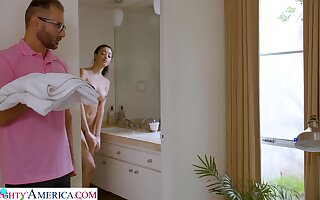 Stepdad screws Scarlett after spying on her at hand be transferred to shower