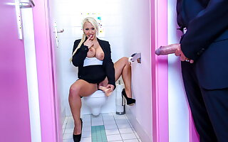 BUMS BUERO, Boss Has Intercourse With German Celina Davis In An obstacle Bathroom