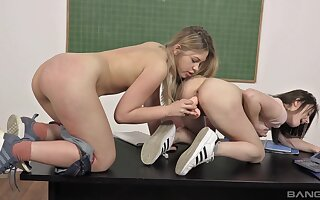 Young girls Selvaggia coupled with Gabriella Lati sexually explore boundaries